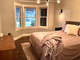 Central SF Top Floor Apartment w/ Park Views