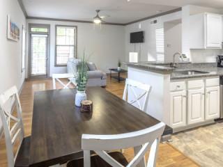 Community Pool -Beautiful 1 Bedroom Apartment near Piedmont Park Atlanta...