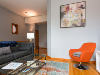 Furnished 2-Bedroom in Easy Commuting Noble Square